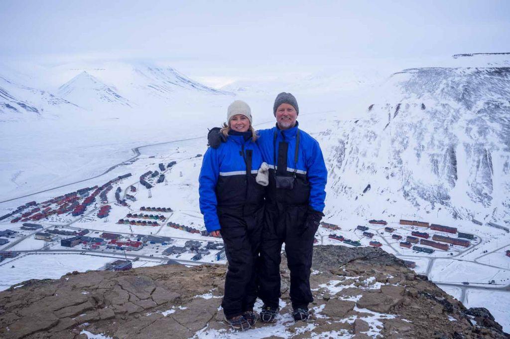 Tone Elin Solholm og Torkil Færø i Kairos Workshops på toppen av fjell i Longyearbyen